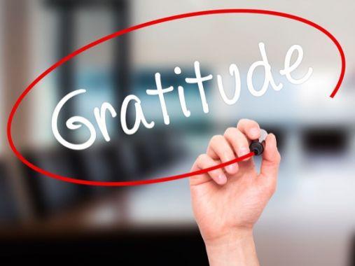 gratitude, Julie Blais Comeau, étiquette, conférence, conférencière, atelier, image